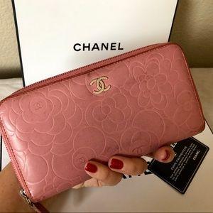 CHANEL Camellia Leather CC Logo Zipper Wallet